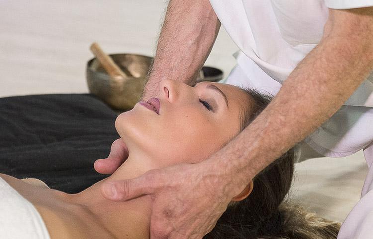 Massaggio_rilassante_con_Olii_ess._50_abb._3